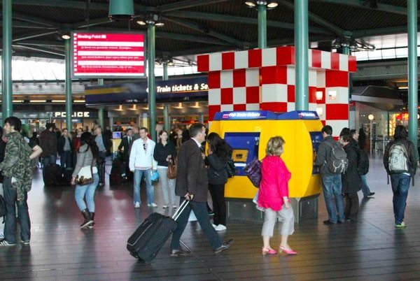 Amsterdam-Airport-Meeting-Point.jpg