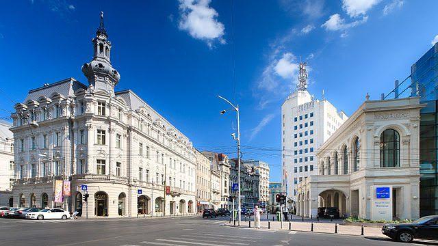 Vibrant Victory Avenue in Bucharest, Romania. Photo courtesy of Wikipedia / Creative Commons