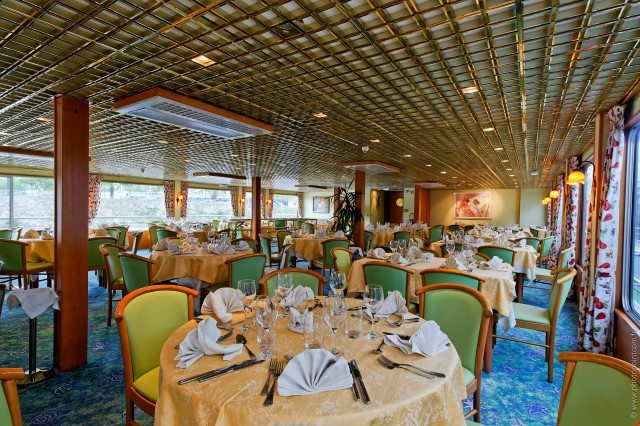The Main Dining Room aboard Botticelli serves up breakfast, lunch and dinner. Photo courtesy of CroisiEurope.