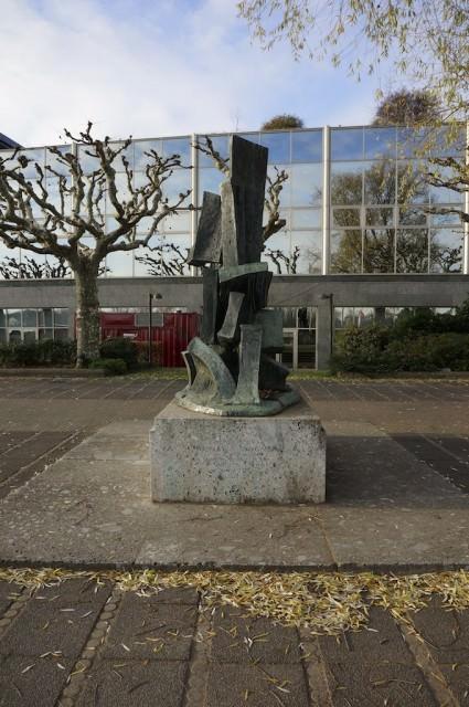 Statue. © 2013 Ralph Grizzle