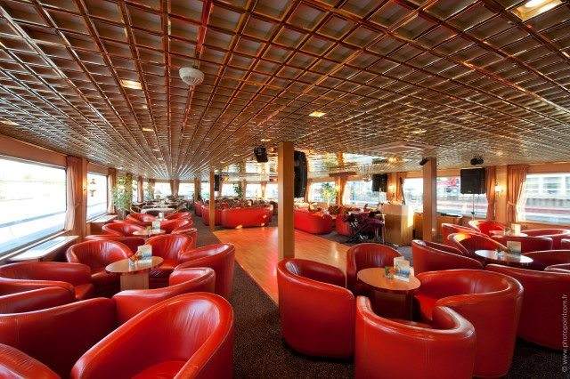 The Lounge aboard Seine Princess features 180-degree views, a full-service bar and a dance floor. Photo courtesy of CroisiEurope.