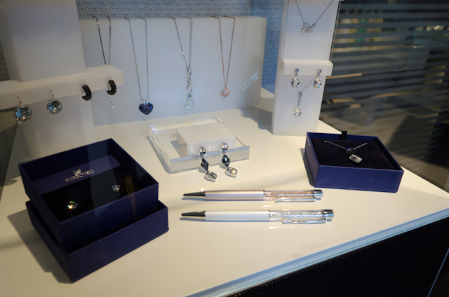 A small gift/jewelry shop is located on Deck 1 outside the Salon. Photo © 2014 Aaron Saunders