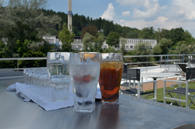 Pitchers of cold water and iced tea were placed on the Sun Deck for guests to help themselves to. Full bar service was also available. Photo © 2014 Aaron Saunders