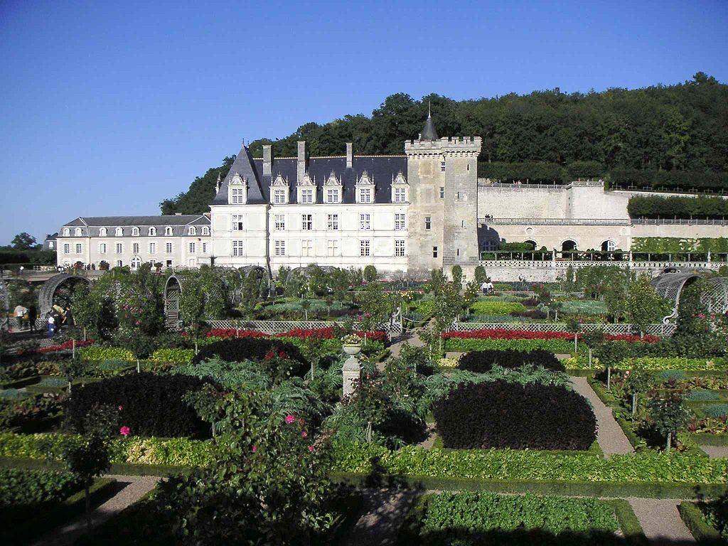 Le château de Villandry (France) vu des jardins