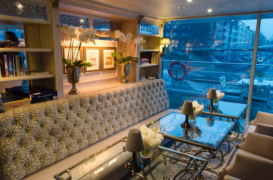 Adjacent to the pool all the way aft on Hofburg Deck is the inviting Bar du Leopard. Photo © 2015 Aaron Saunders