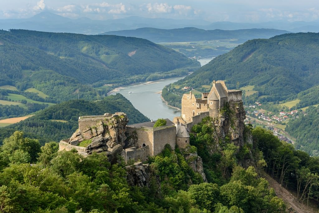 """""""Ruine Aggstein 02"""" by Uoaei1 - Own work. Licensed under CC BY-SA 3.0 at via Wikimedia Commons - http://commons.wikimedia.org/wiki/File:Ruine_Aggstein_02.JPG#/media/File:Ruine_Aggstein_02.JPG"""