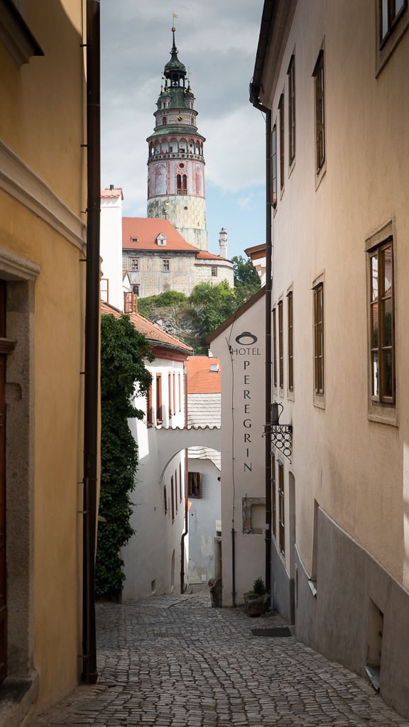 Every alley frames a photo in Cesky Krumlov. © 2015 Ralph Grizzle