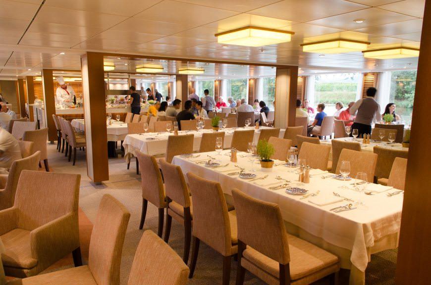 Main Restaurant at lunch time, Viking Vidar. Photo ©  2015 Aaron Saunders