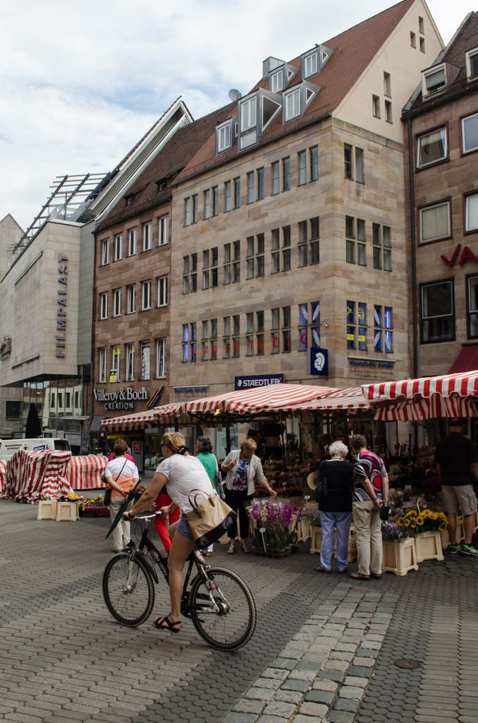Open-air markets like Koningstrasse. Photo © 2015 Aaron Saunders