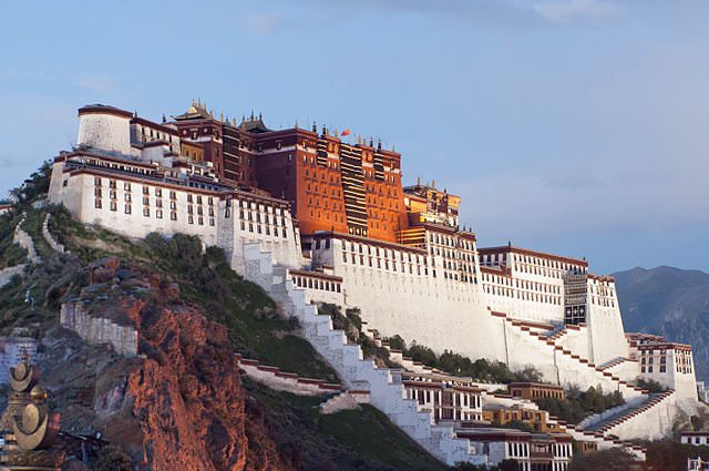 Select river cruise tour itineraries through China include a visit to the Tibetan landmark of Lhasa. Photo courtesy of Wikipedia / Creative Commons