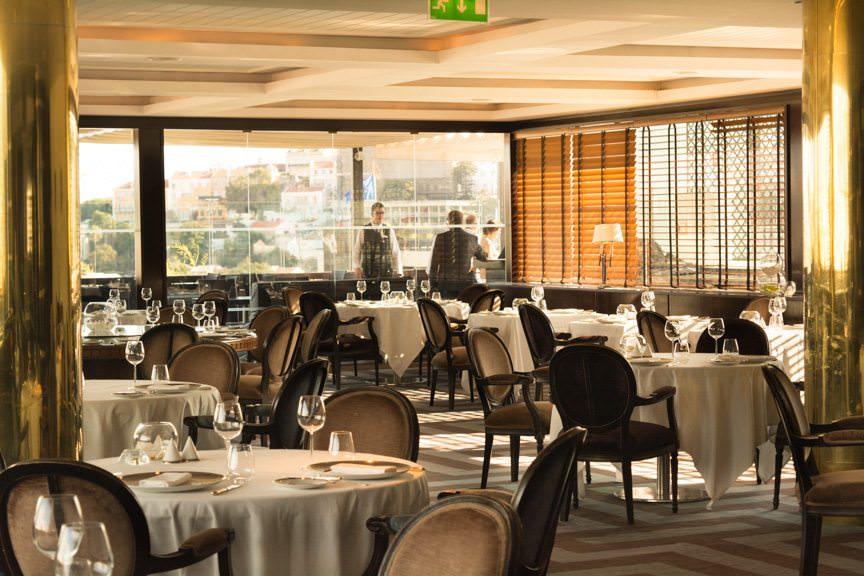 Sunset inside the Terraco Restaurant on the 9th floor of the Hotel Tivoli Lisboa. Photo © 2015 Aaron Saunders
