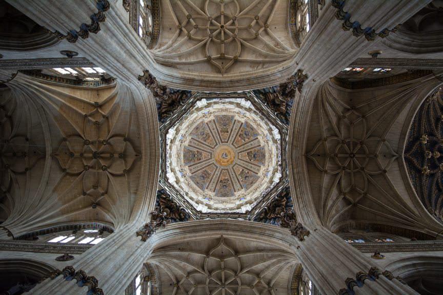 Hypnotic ceilings. Photo © 2015 Aaron Saunders