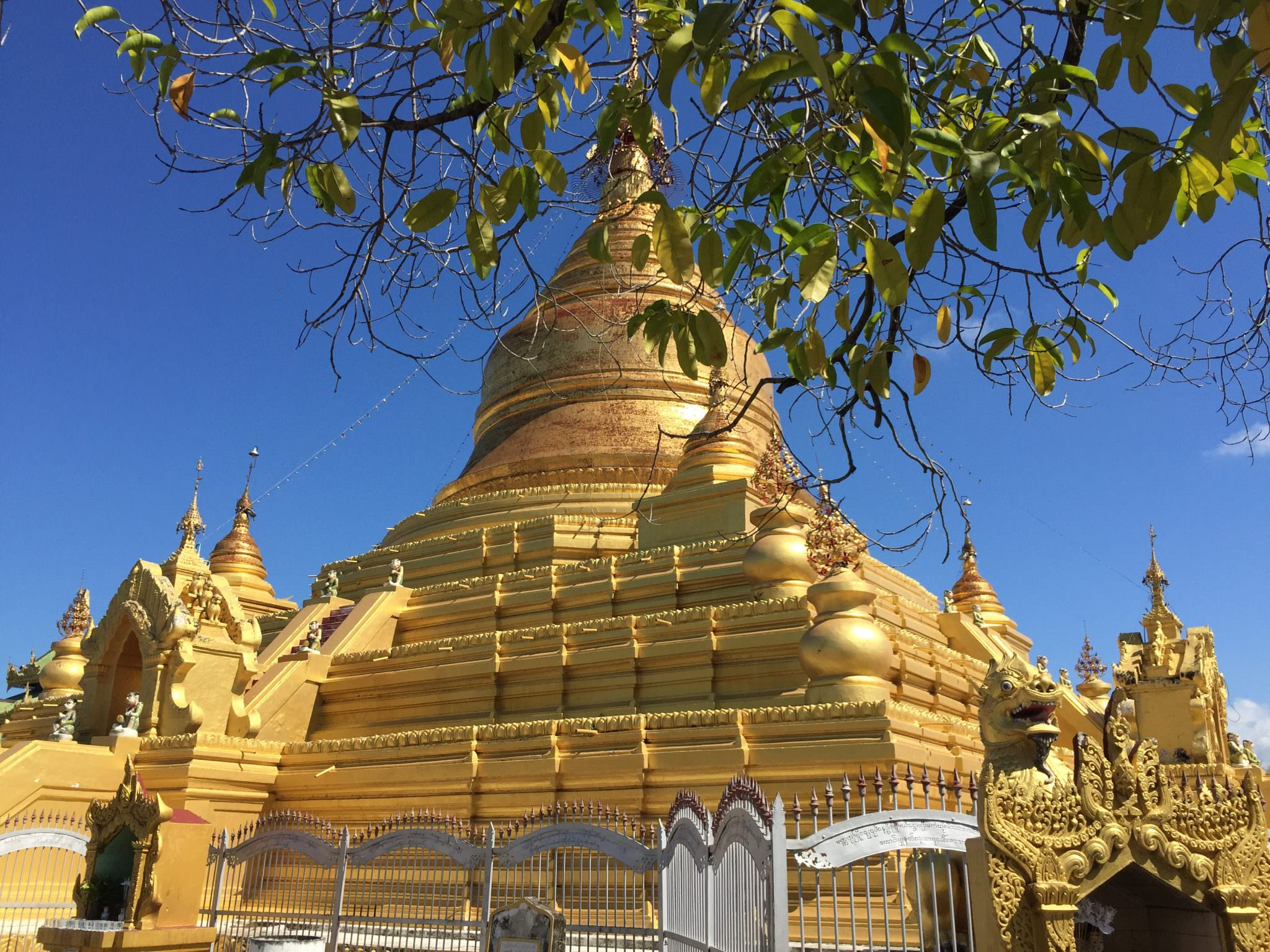 The central and primary stupa in the pagoda complex, Kuthodaw. © 2015 Gail Jessen