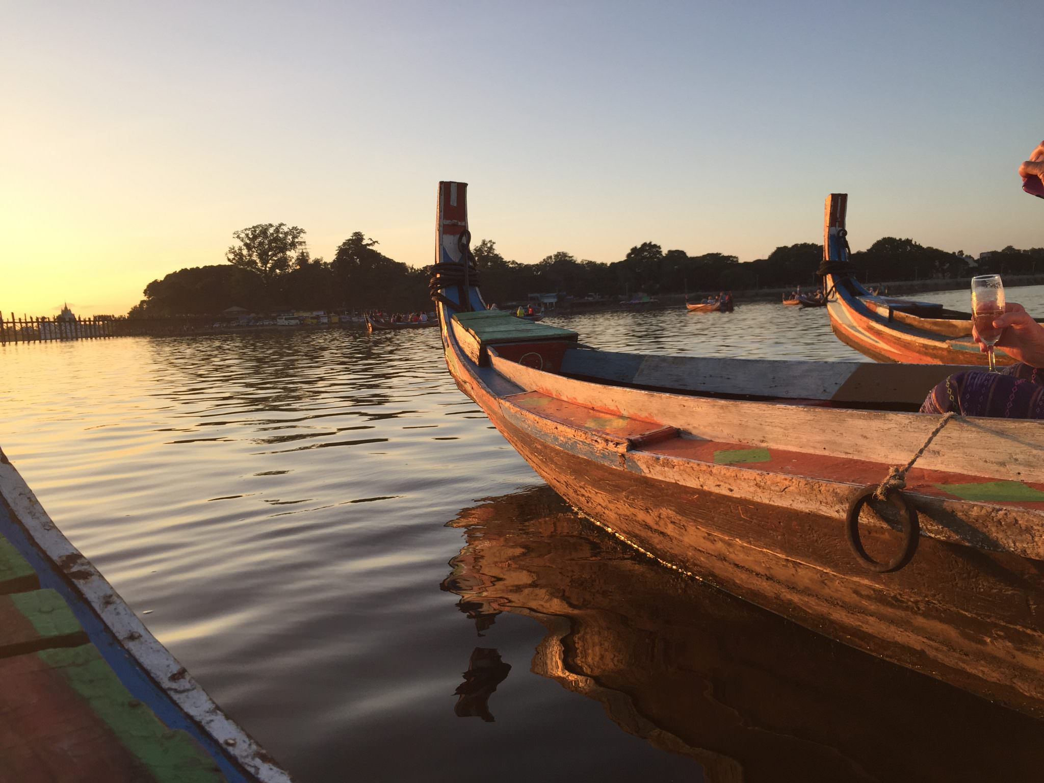 Gondolas at the ready. Countdown to the sunset in 5...4...3...2... © 2015 Gail Jessen