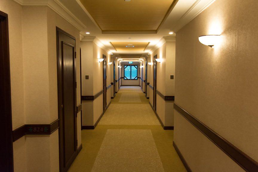 Floor 8 Corridor, Sule Shangri-La. Photo © 2015 Aaron Saunders