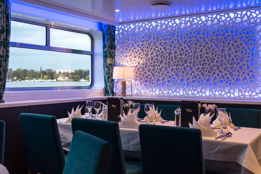 Elbe Princesse dining room. Photo © 2016 Aaron Saunders