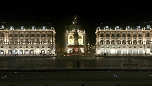 We enjoyed a night tour in Bordeaux. © 2016 Ralph Grizzle