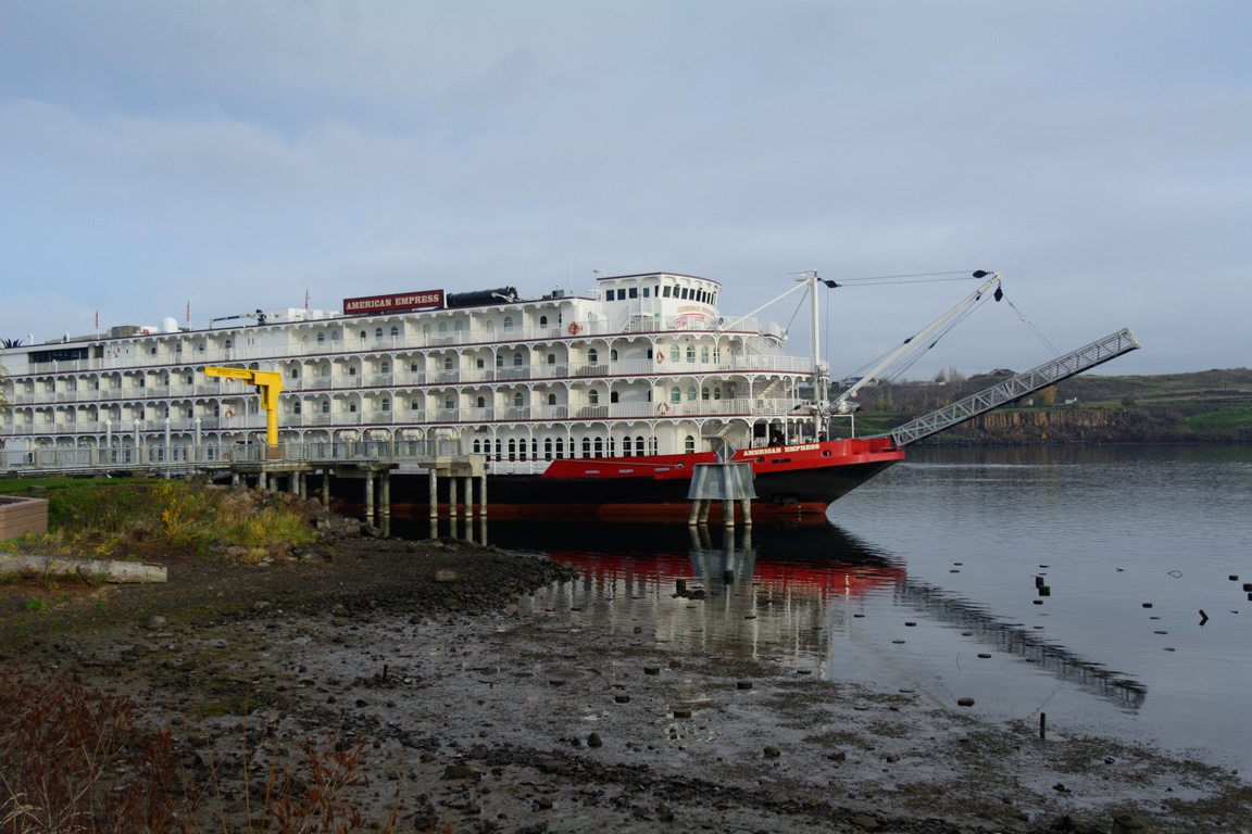 The 223-guest American Empress docked in The Dalles, Oregon, earlier this week. Photo © 2016 Aaron Saunders