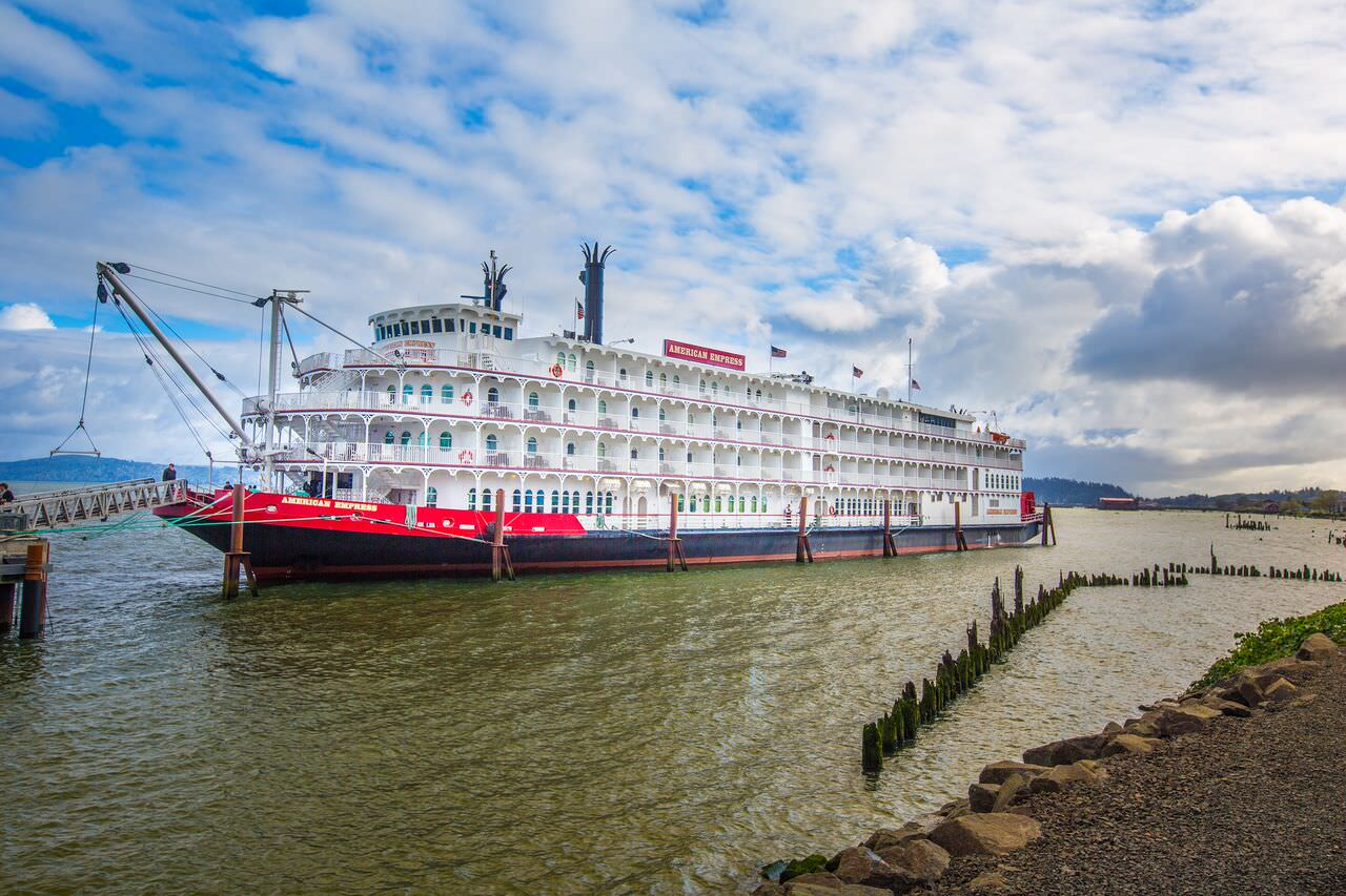 the american empress on the columbia river photo courtesy of american queen steamboat company